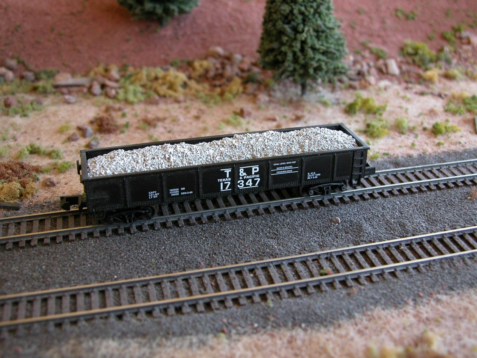 N Scale - Hay Bros - 7002-26 - Load - Painted/Unlettered - Chunk Limestne Load
