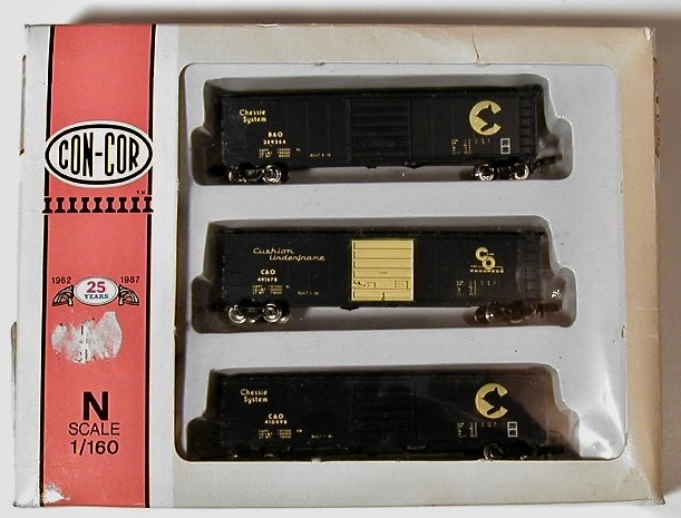N Scale - Con-Cor - 0001-008904 - Boxcar, 50 Foot, Steel - Chesapeake & Ohio - 3-Pack