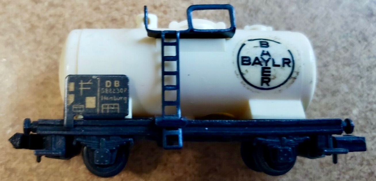 N Scale - Arnold - 0451 - Tank Car, No Dome, 2-Axle - Bayer - 588 230