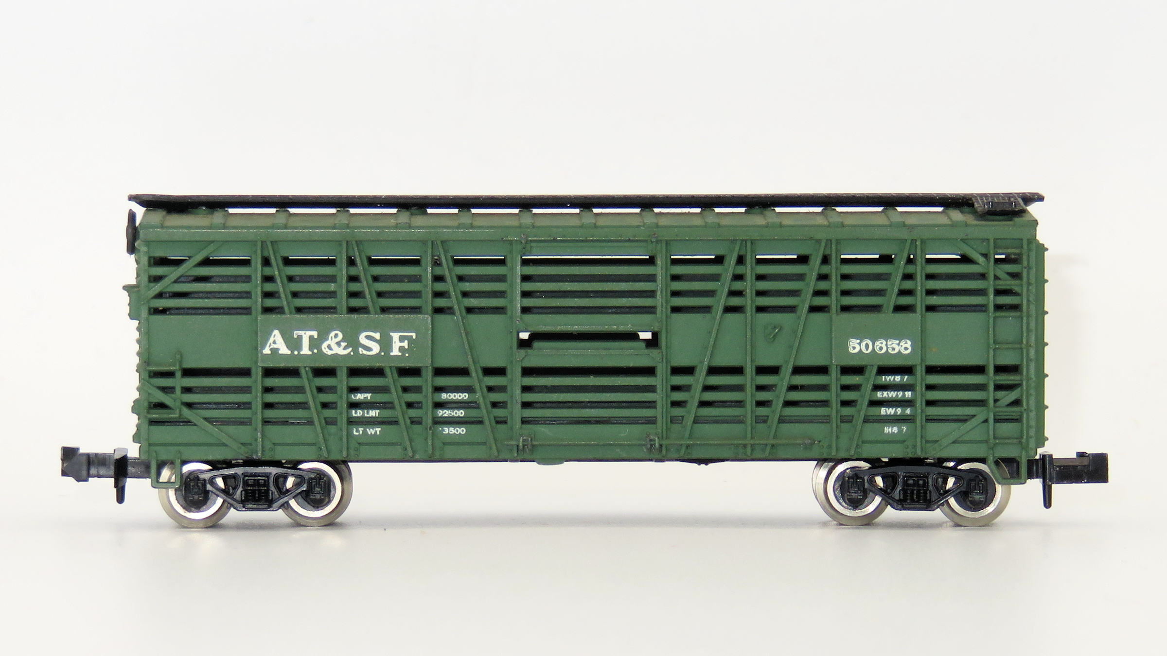 N Scale - Atlas - 2253 - Stock Car, 40 Foot, Wood - Santa Fe - 50656