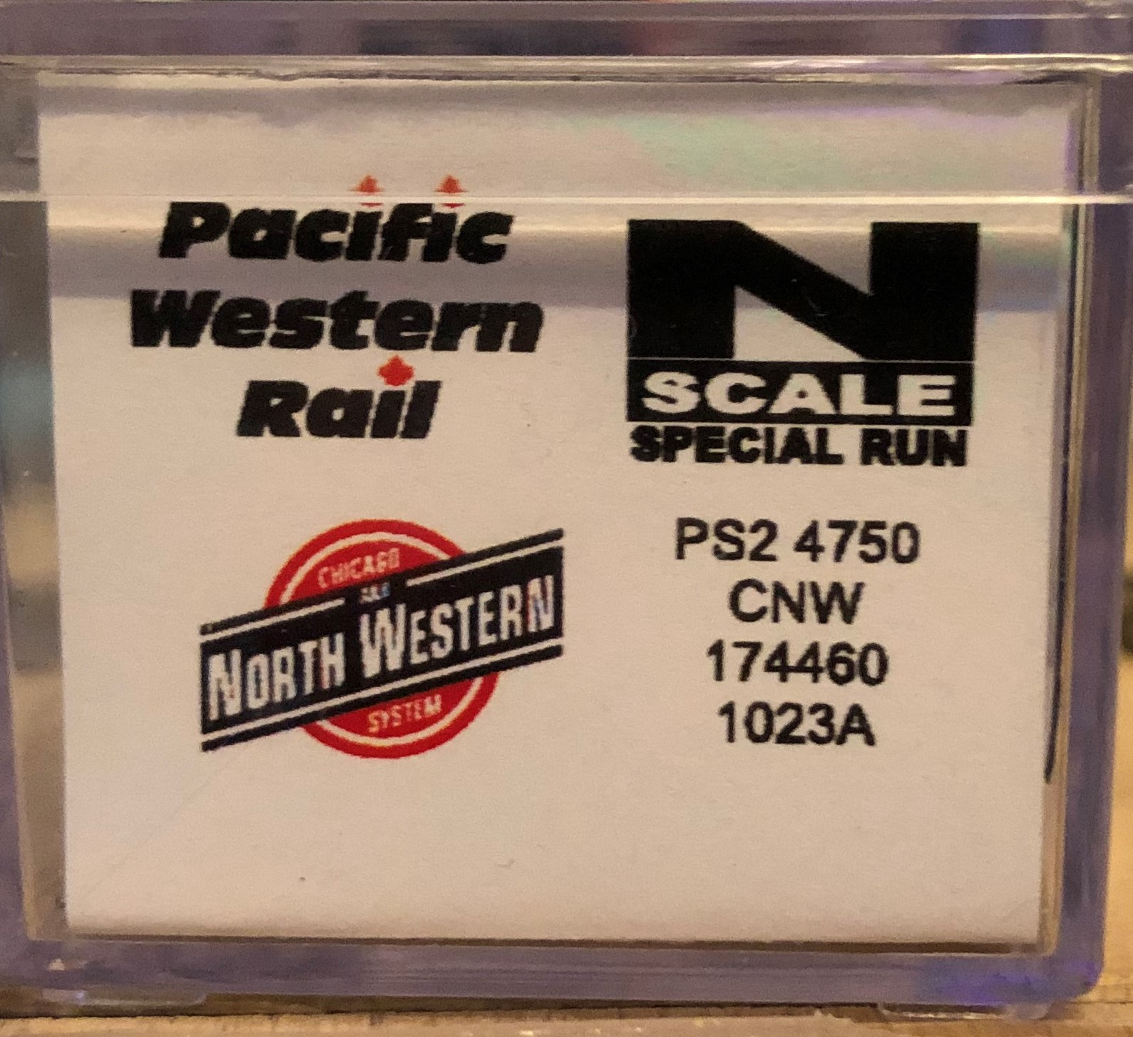 N Scale - Pacific Western Rail Systems - 1023A - Covered Hopper, 3-Bay, Thrall 4750 - Chicago & North Western - 174460
