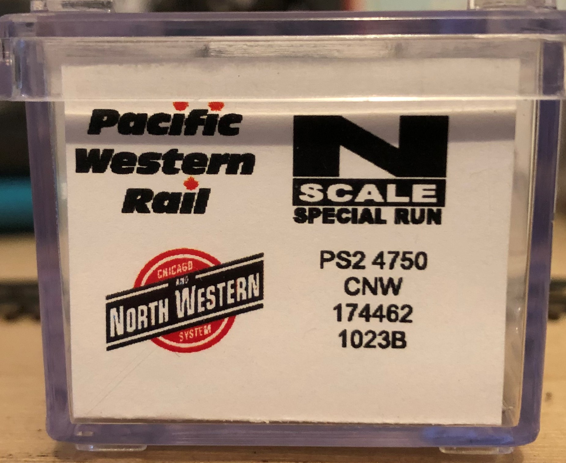 N Scale - Pacific Western Rail Systems - 1023B - Covered Hopper, 3-Bay, Thrall 4750 - Chicago & North Western - 174462