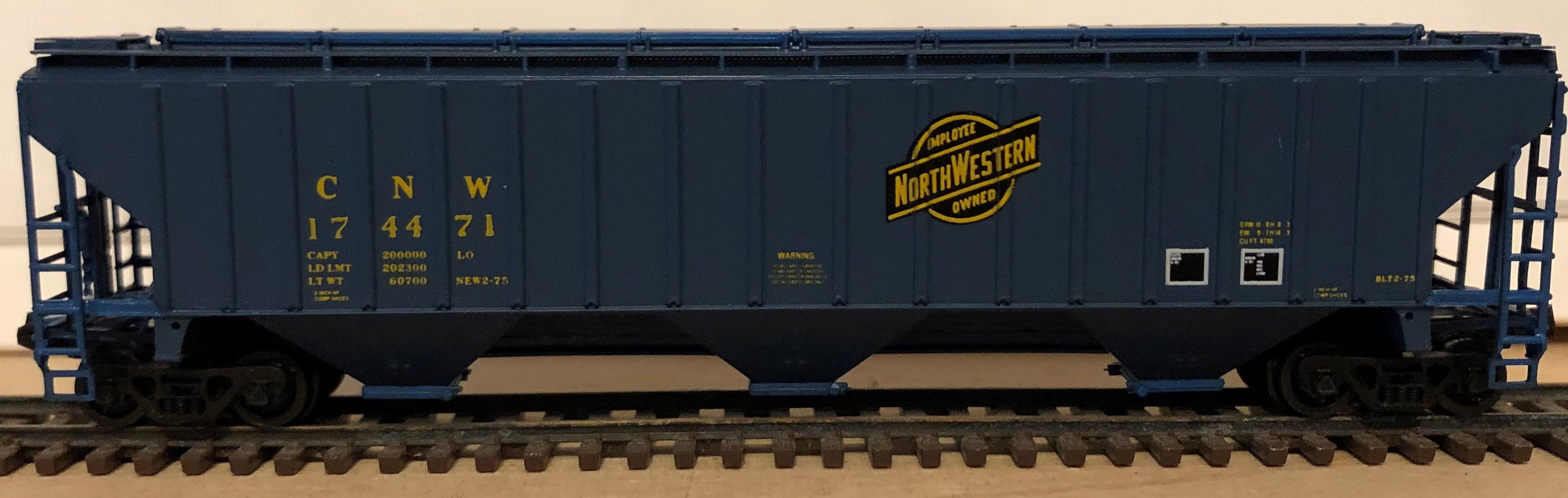 N Scale - Pacific Western Rail Systems - 1023C - Covered Hopper, 3-Bay, Thrall 4750 - Chicago & North Western - 174471