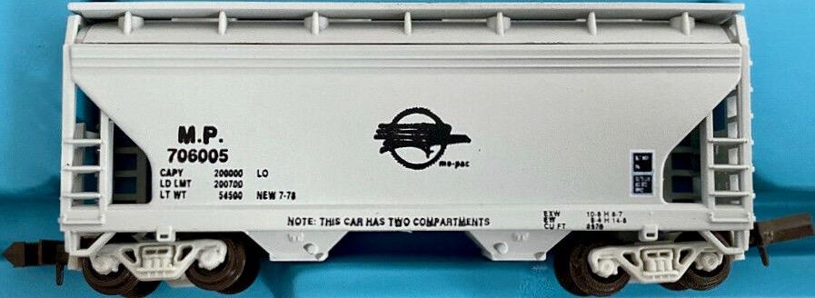 N Scale - JnJ - 9305-1 - Covered Hopper, 2-Bay, ACF Centerflow - Missouri Pacific - 706005