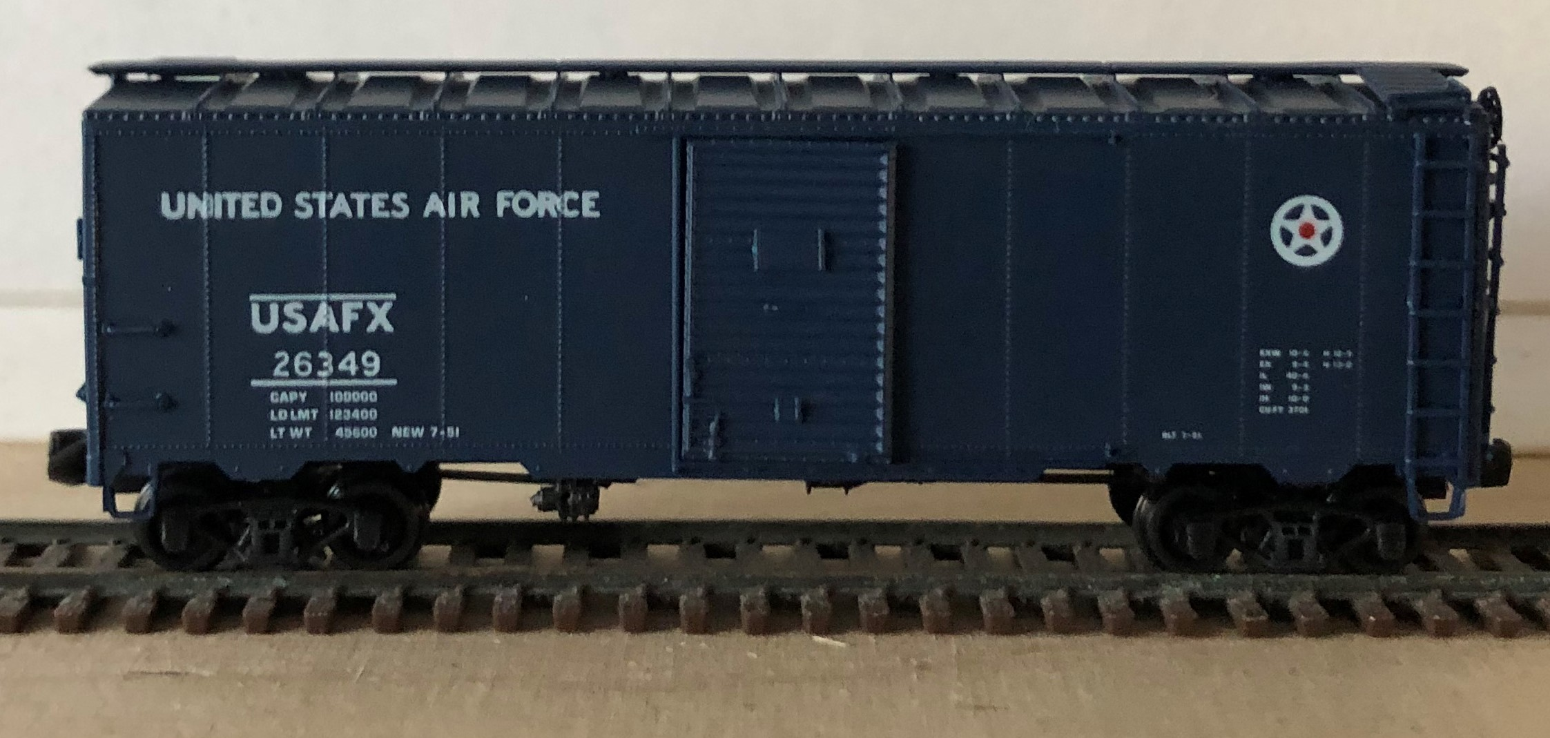 N Scale - Brooklyn Locomotive Works - 1099 - Boxcar, 40 Foot, AAR 1937 - United States Air Force - 26349
