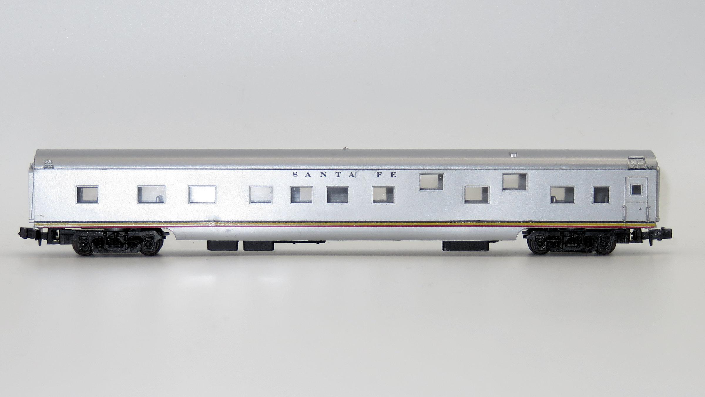 N Scale - Con-Cor - 0001-04011G - Passenger Car, Smoothside, 85 Foot Sleeper - Santa Fe
