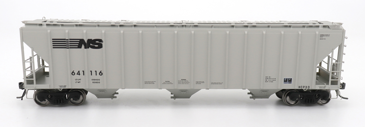N Scale - InterMountain - 672247-04 - Covered Hopper, 3-Bay, PS-2 - Norfolk Southern - 641107