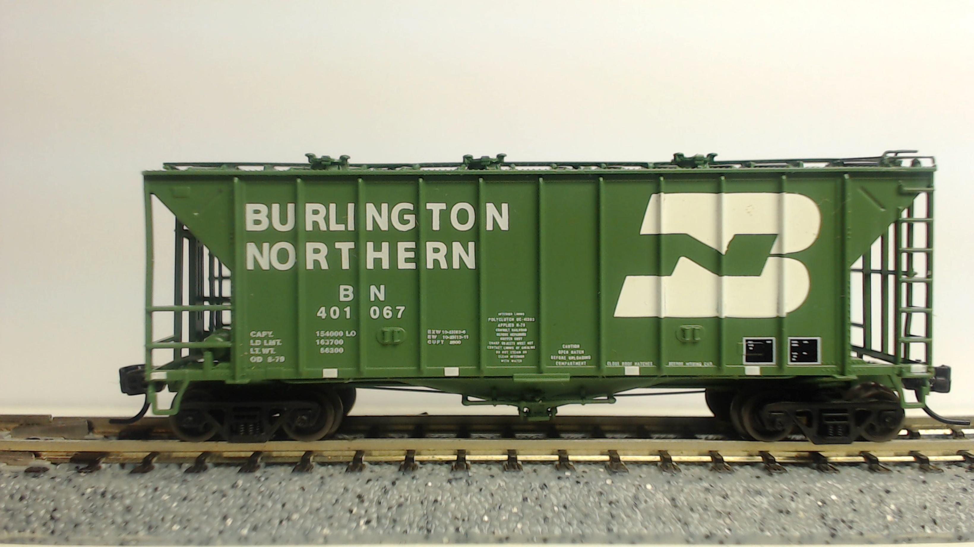 N Scale - Athearn - 23019 - Covered Hopper, 2-Bay, GATX Airslide 2600 - Burlington Northern - 401067