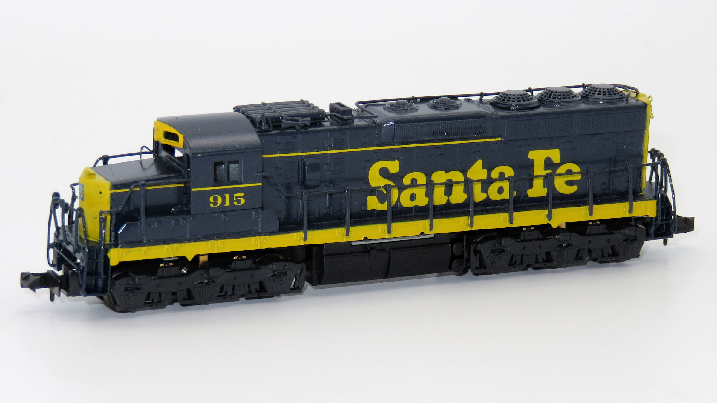 N Scale - Hallmark Models - NS0542 - Locomotive, Diesel, EMD SD24 - Santa Fe - 915