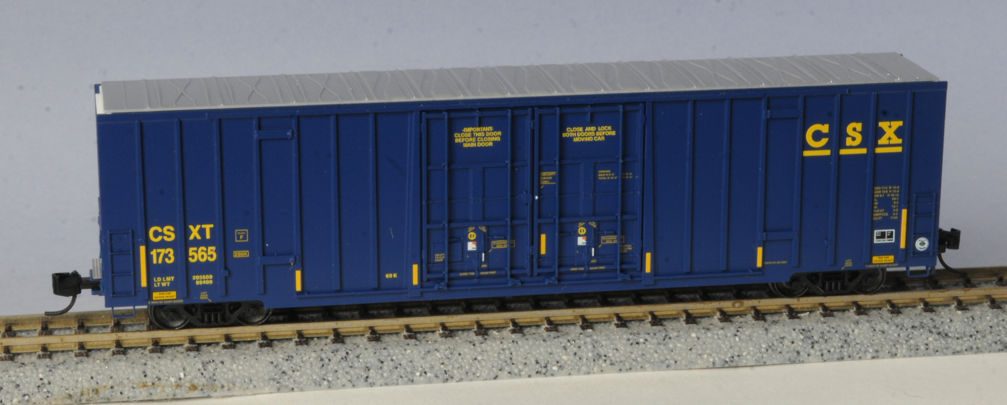 N Scale - Micro-Trains - 123 51 030 - Boxcar, 60 Foot, NSC Excess Height - CSX Transportation - 173565