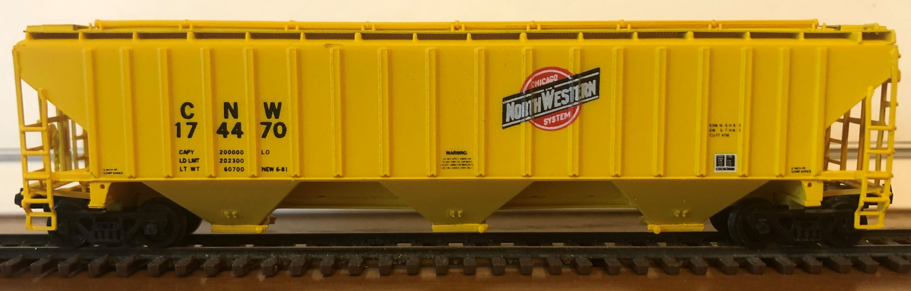 N Scale - Pacific Western Rail Systems - 1022F - Covered Hopper, 3-Bay, PS2-CD 4750 - Chicago & North Western - 174470