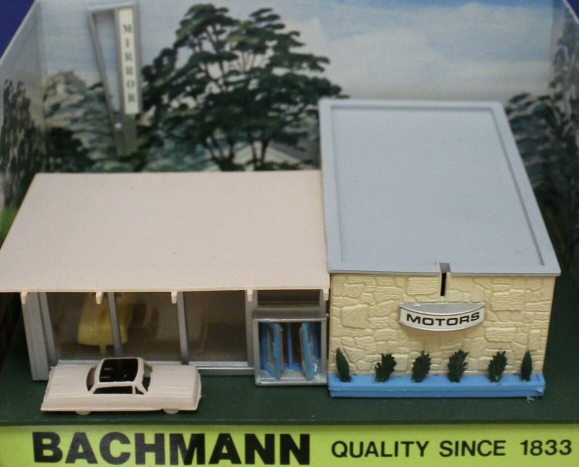 N Scale - Bachmann - 7403 - Structure, Building, Commercial, Car Dealership - Commercial Structures - New Car Showroom
