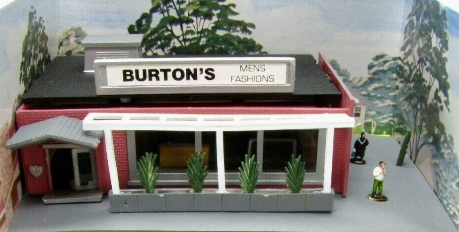 N Scale - Bachmann - 7305 - Structure, Building, Commercial, Store, Retail - Commercial Structures - Burton