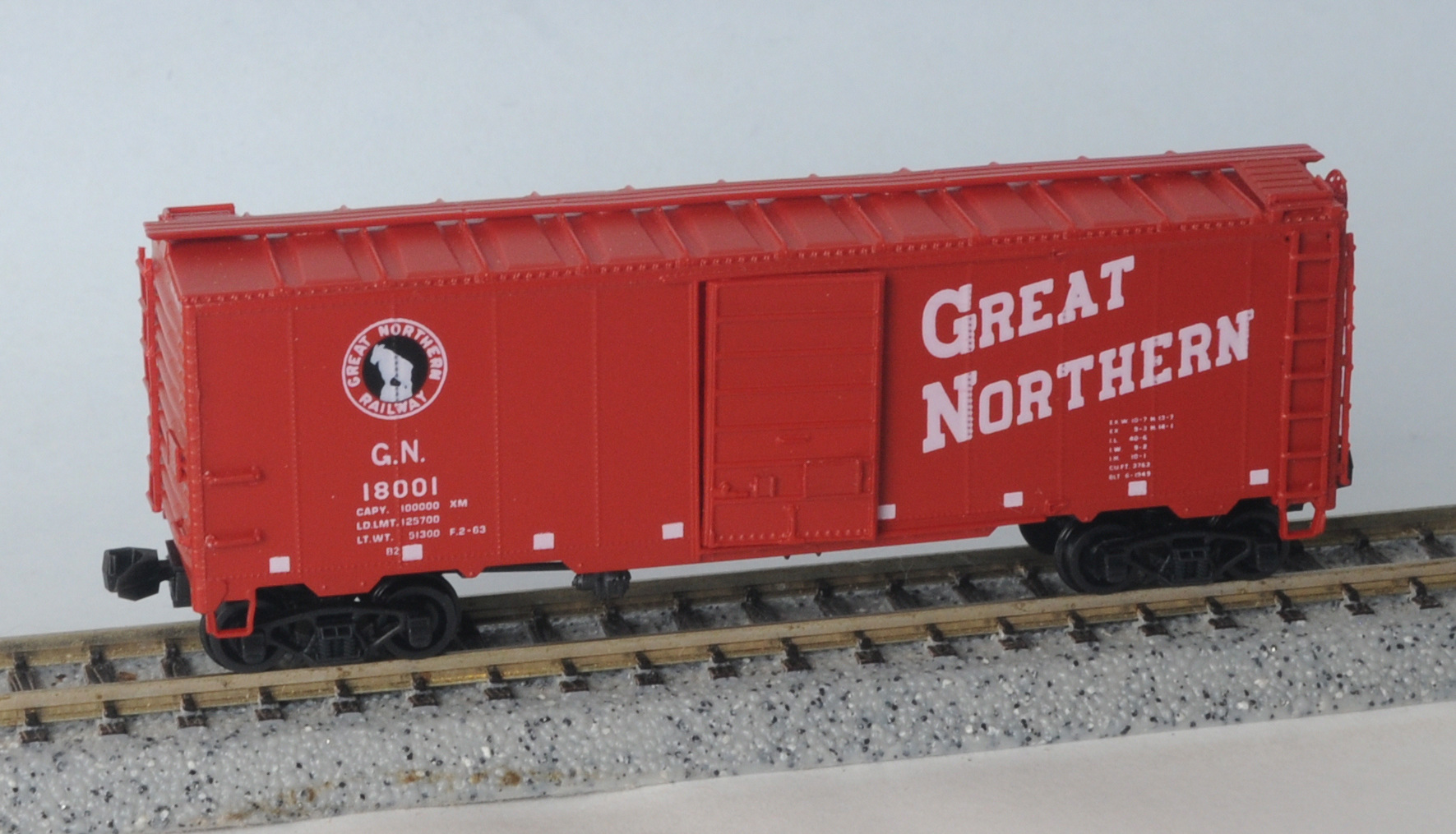 N Scale - InterMountain - 18001 - Boxcar, 40 Foot, AAR 1937 - Great Northern - 18001