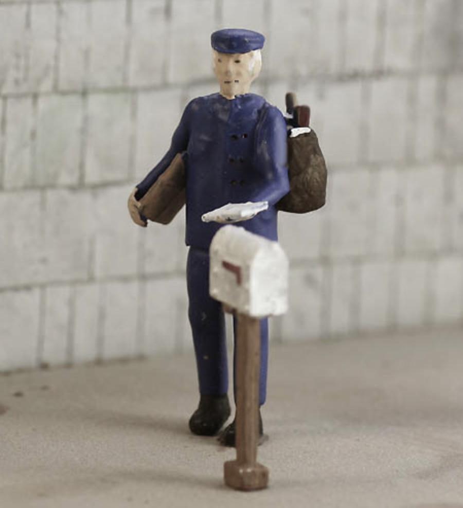 N Scale - Model Tech Studios - FN363P - Figures, People, Mailman - People