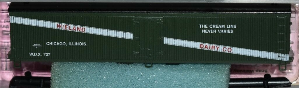 N Scale - Roundhouse - 8273 - Reefer, Ice, Wood - Wieland Dairy - 737