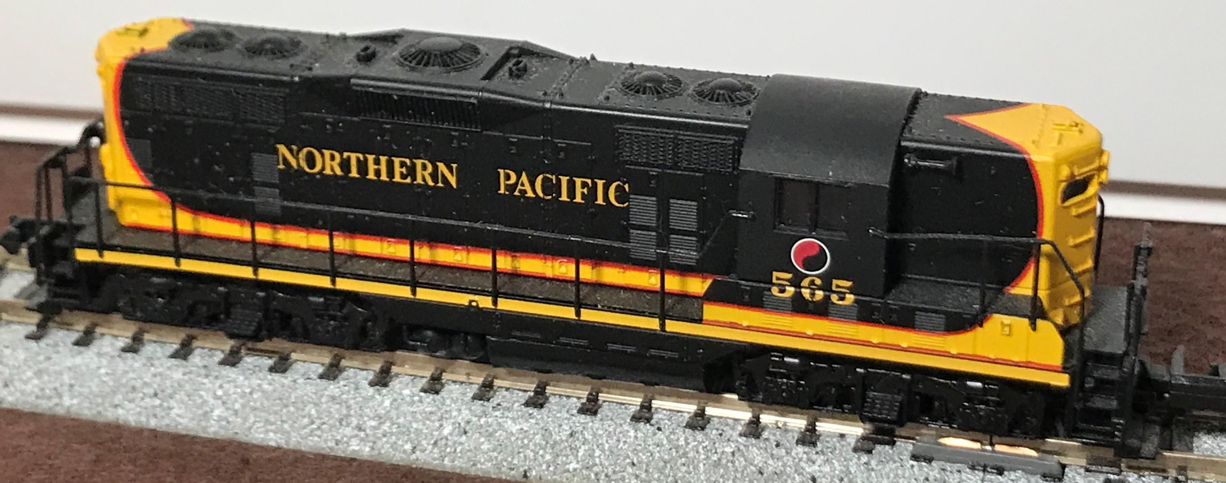 N Scale - Atlas - 48219 - Locomotive, Diesel, EMD GP7 - Northern Pacific - 565