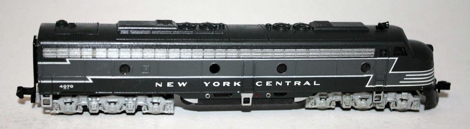 N Scale - Life-Like - 7212 - Locomotive, Diesel, EMD E8 - New York Central - 4070