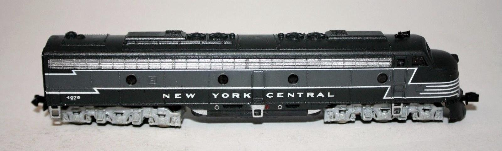 N Scale - Life-Like - 7213 - Locomotive, Diesel, EMD E8 - New York Central - 4076