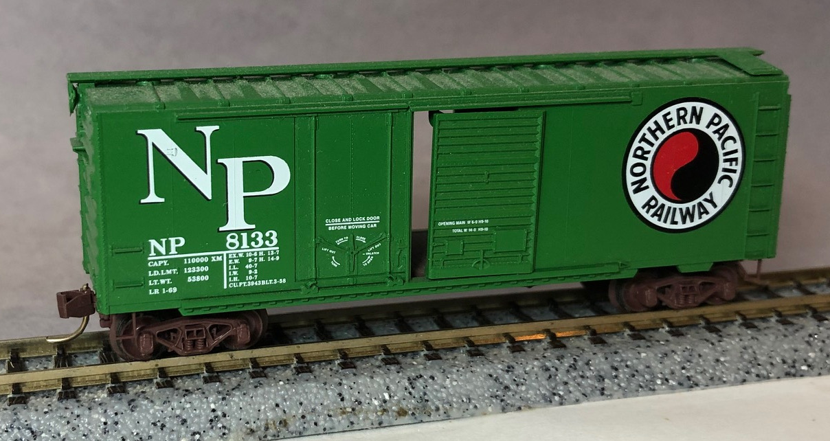 N Scale - Micro-Trains - 22040 - Boxcar, 40 Foot, Steel Combo Door - Northern Pacific - 8620