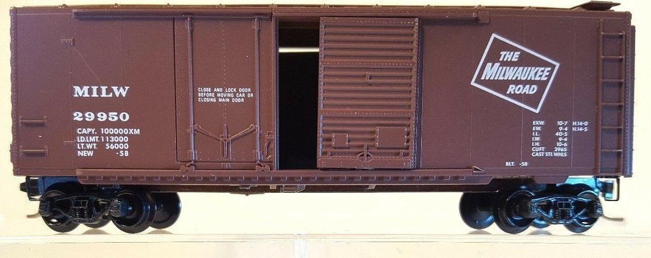 N Scale - Micro-Trains - 22180 - Boxcar, 40 Foot, Steel Combo Door - Milwaukee Road - 29950