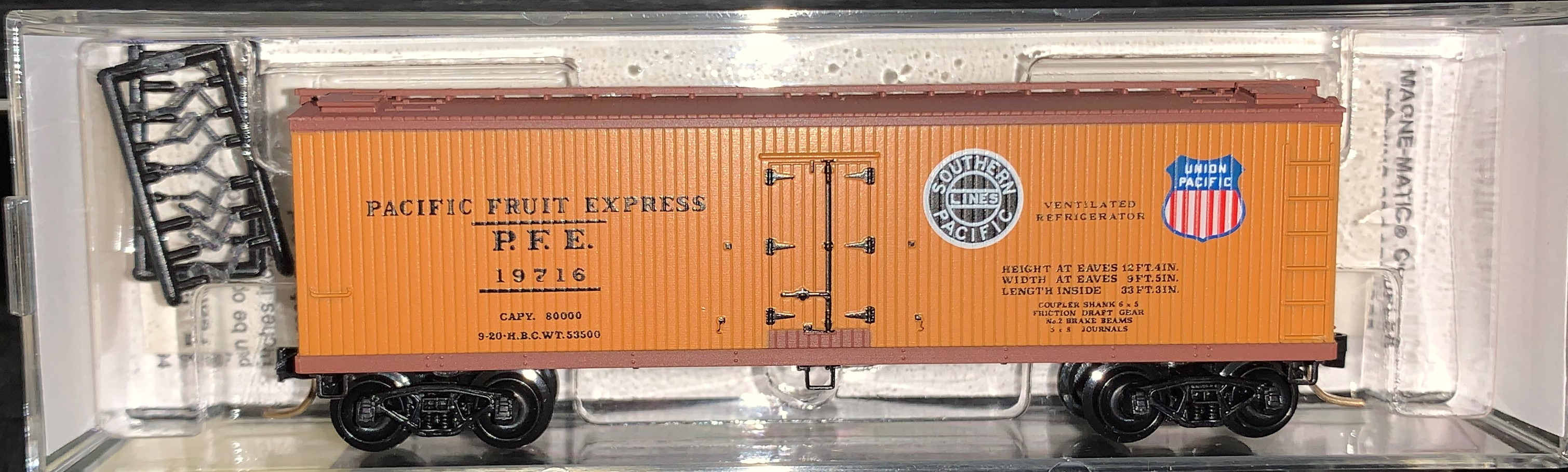 N Scale - Micro-Trains - 47060 - Reefer, Ice, Wood - Pacific Fruit Express - 19716