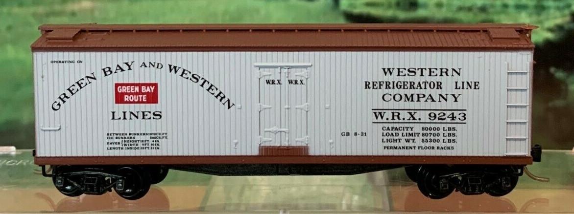 N Scale - Micro-Trains - 49310 - Reefer, Ice, Wood - Green Bay & Western - 9243