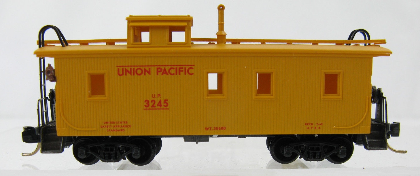 N Scale - Micro-Trains - 50100 - Caboose, Cupola, Wood - Union Pacific - 3245