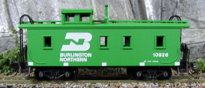 N Scale - Micro-Trains - 51090 - Caboose, Cupola, Wood - Burlington Northern - 10926