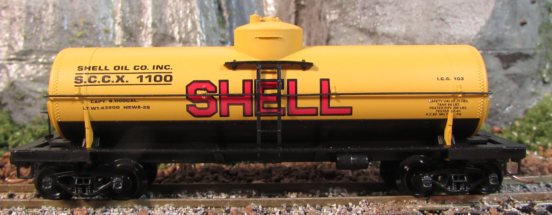 N Scale - Micro-Trains - 65090 - Tank Car, Single Dome, 39 Foot - Shell Oil - 1103