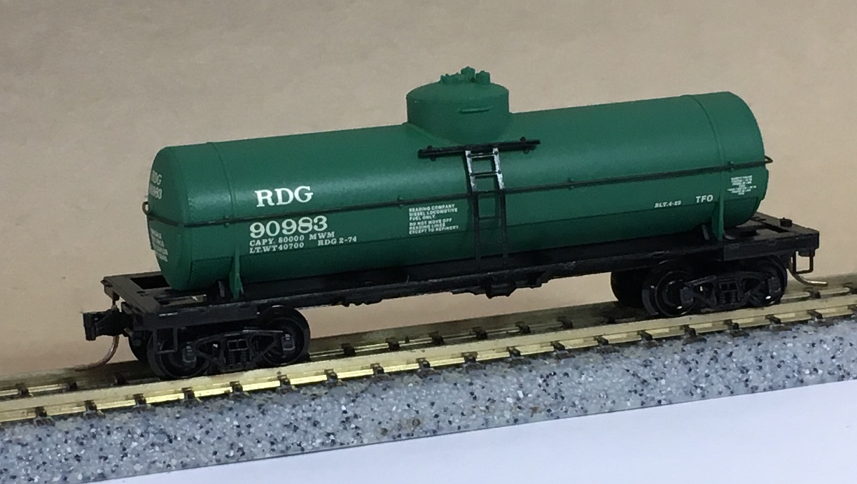 N Scale - Micro-Trains - NSE MTL 19-136 - Tank Car, Single Dome, 39 Foot - Mobil Oil - 231