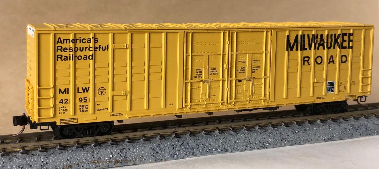 N Scale - Micro-Trains - 103040 - Boxcar, 60 Foot, Berwick, Hi-Cube Waffle - Milwaukee Road - 4295