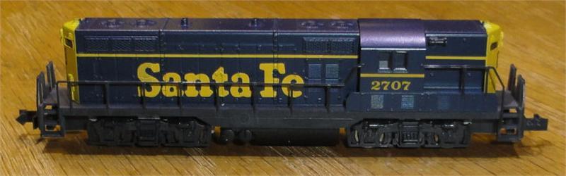 N Scale - Atlas - 4302 - Locomotive, Diesel, EMD GP7 - Santa Fe - 2707