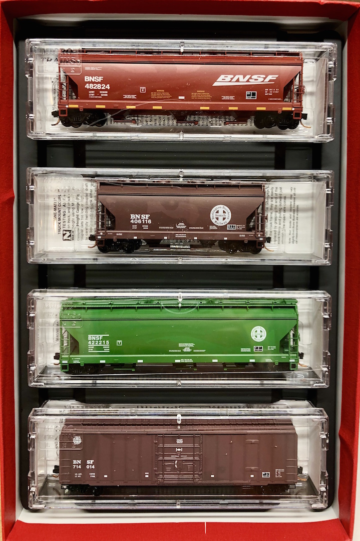 N Scale - Micro-Trains - 993 00 063 - Mixed Freight Consist, North America, Transition Era - Burlington Northern Santa Fe - 4-Pack