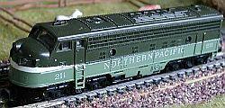 N Scale - Arnold - 0211 - Locomotive, Diesel, EMD FP9 - Northern Pacific - 211