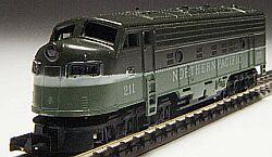 N Scale - Arnold - 0212 - Locomotive, Diesel, EMD FP9 - Northern Pacific - 211