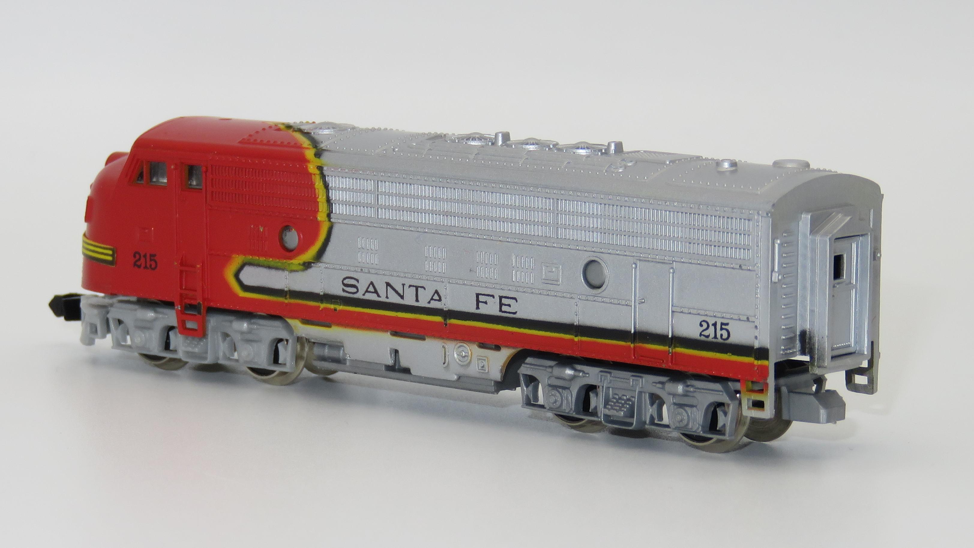 N Scale - Arnold - 0216 - Locomotive, Diesel, EMD FP9 - Santa Fe - 215