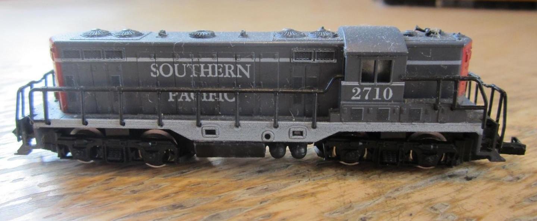 N Scale - Arnold - 0271S - Locomotive, Diesel, EMD GP7 - Southern Pacific - 2710