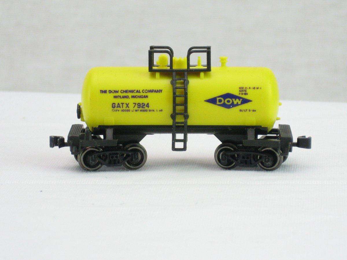 N Scale - Atlas - 2463 - Tank Car, Single Dome, Shorty - Dow - 7924