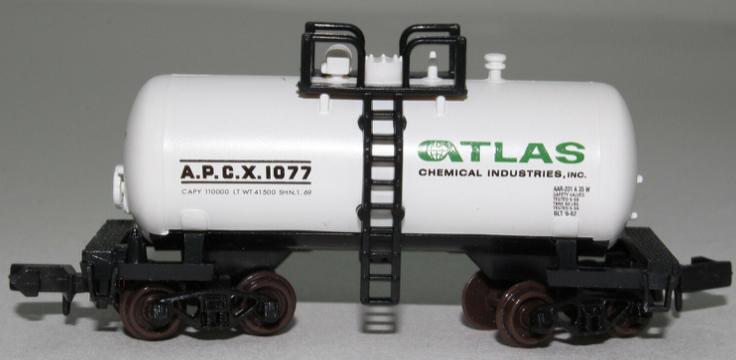 N Scale - Atlas - 32411 - Tank Car, Single Dome, Shorty - Atlas Chemical - 1077