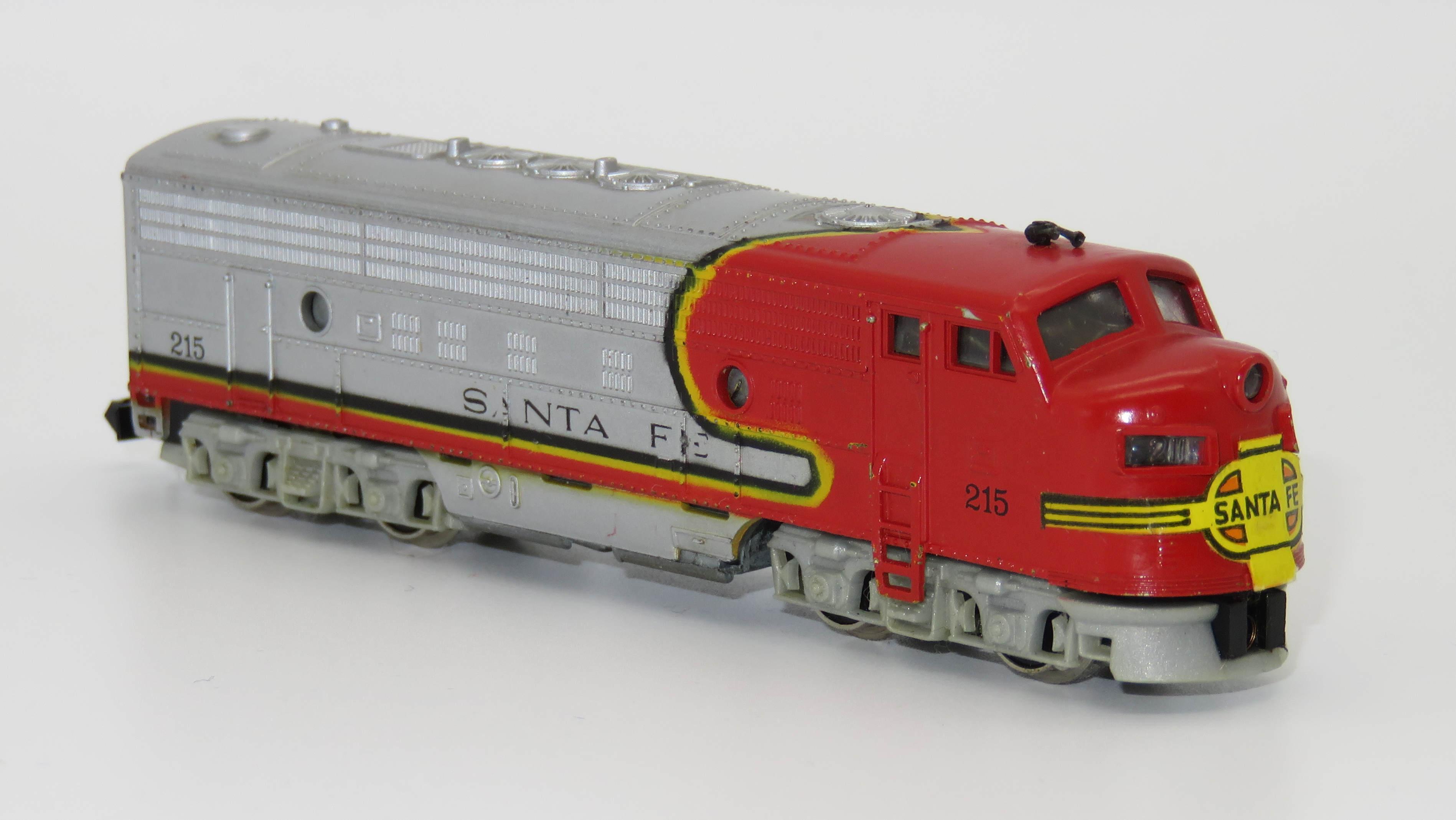 N Scale - Arnold - 0215 - Locomotive, Diesel, EMD FP9 - Santa Fe - 215