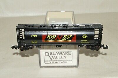N Scale - Delaware Valley - Plug N Play East - Covered Hopper, 3-Bay, Cylindrical - N Scale Convention