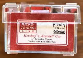 N Scale - Micro-Trains - NSC 01-13 - Open Hopper, 2-Bay, Offset Side, Arch End - Hershey Foods - 5010
