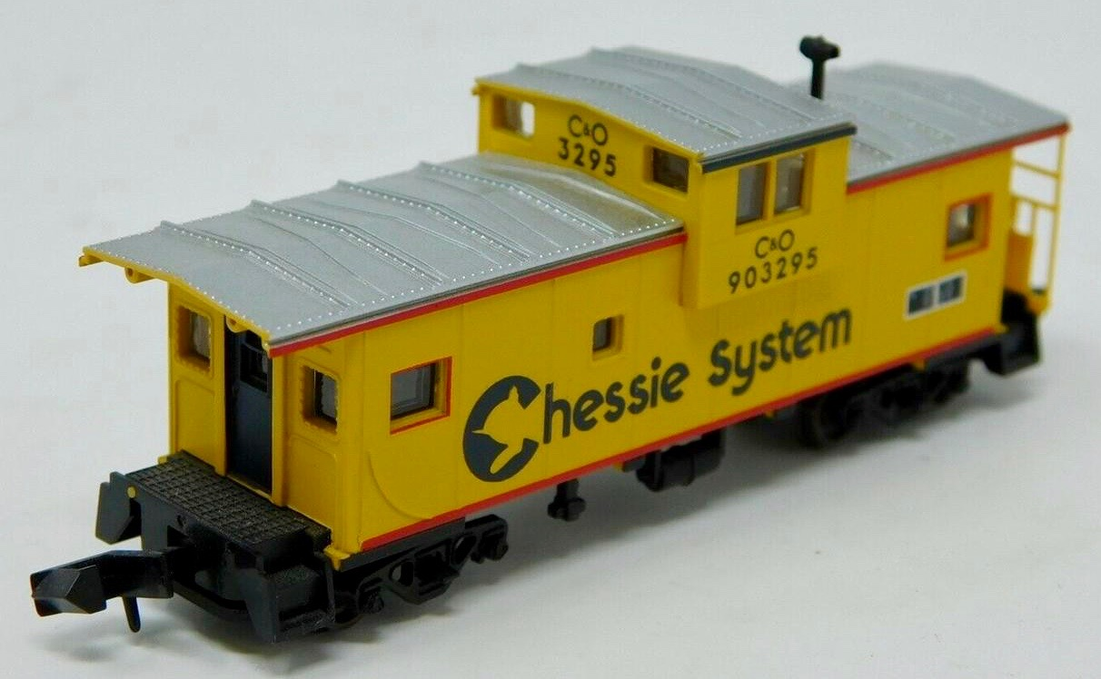 N Scale - Atlas - 30231 - Caboose, Cupola, Steel Extended Vision - Chessie System - 903295
