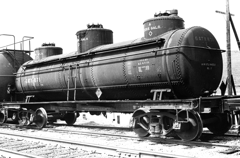 Rail - Rolling Stock (Freight) - Tank Car - Triple Dome, 40 Foot