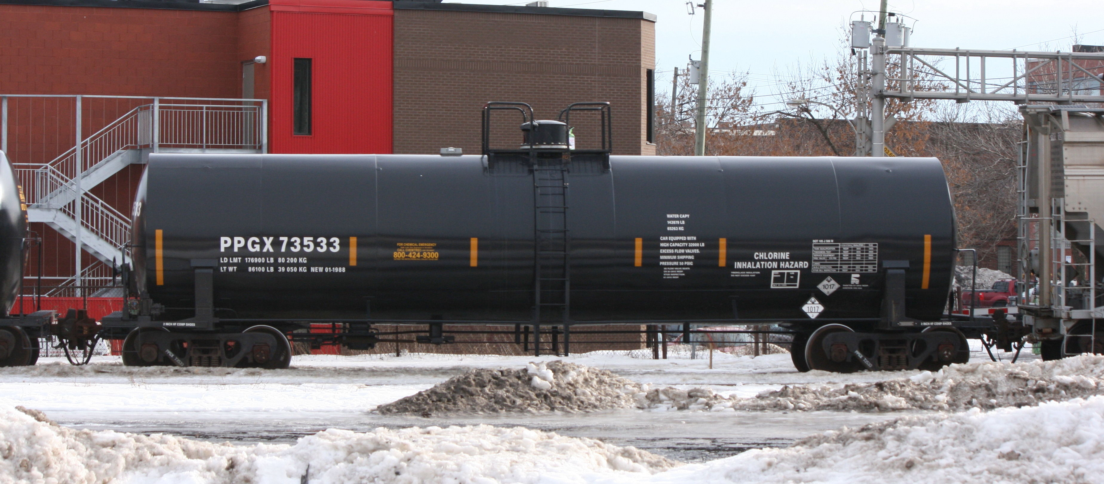 Rail - Rolling Stock (Freight) - Tank Car - Single Dome, 50 Foot