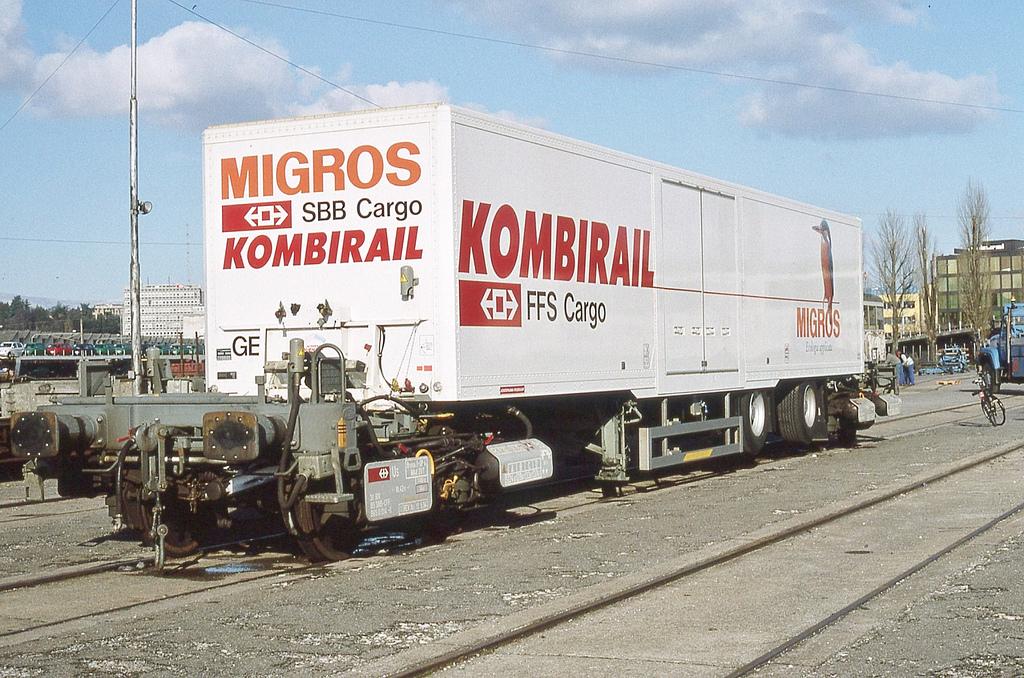 Vehicle - Intermodal - Rolling Stock (Freight) - Roadrailer - Roadrailer