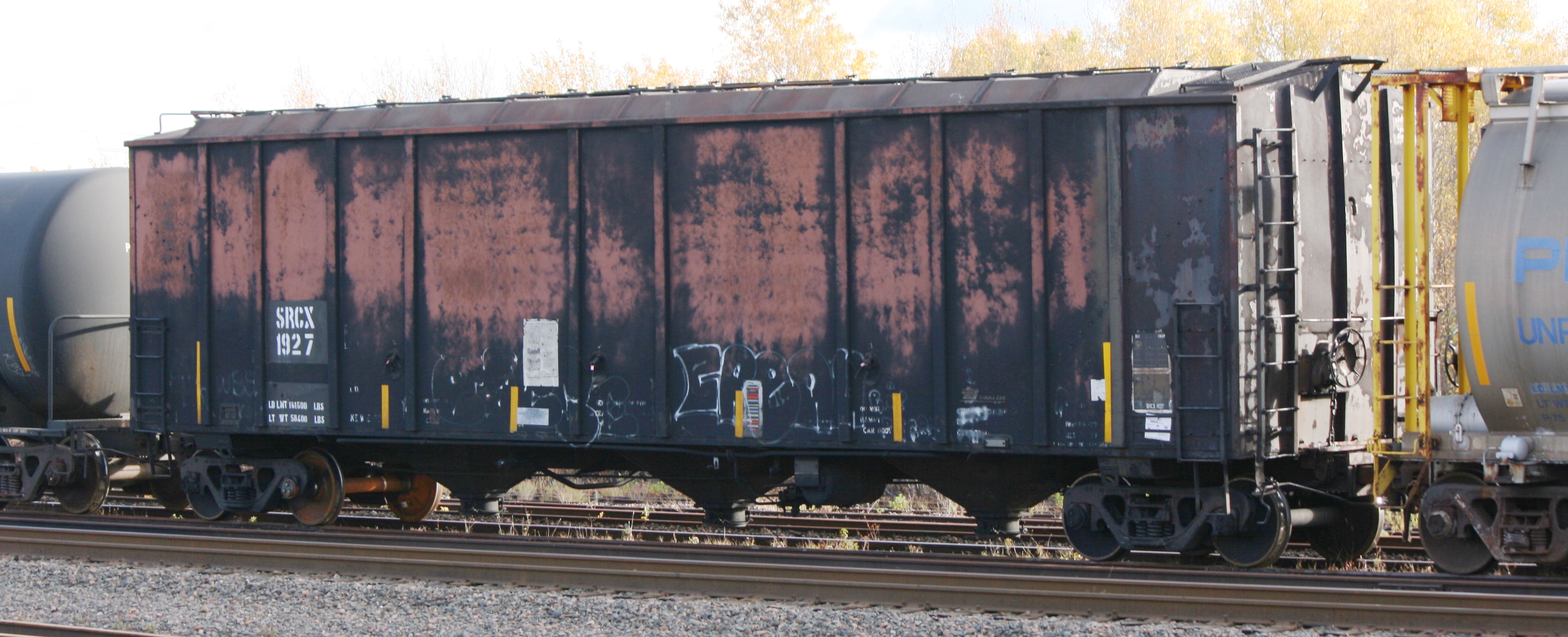 Vehicle - Rail - Rolling Stock (Freight) - Covered Hopper - Thrall 5750