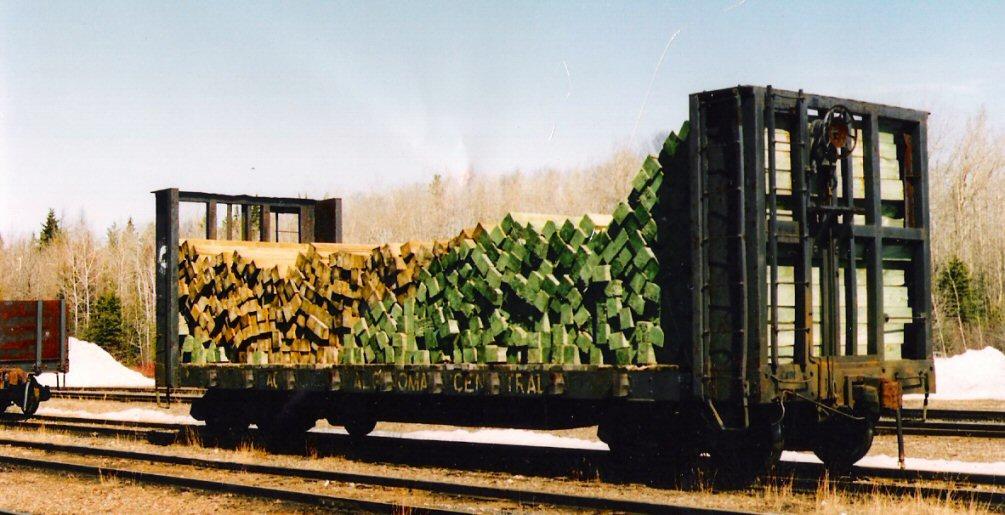 Rail - Rolling Stock (Freight) - Flatcar - Bulkhead Pulpwood