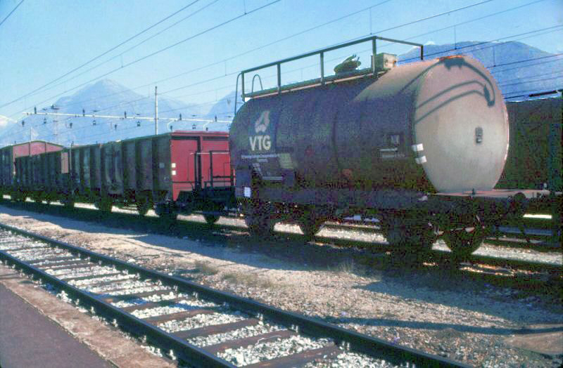 Vehicle - Rail - Rolling Stock (Freight) - Tank Car - No Dome, 2-Axle